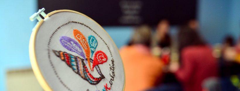 Le logo de la Konk Créative brodé à la main