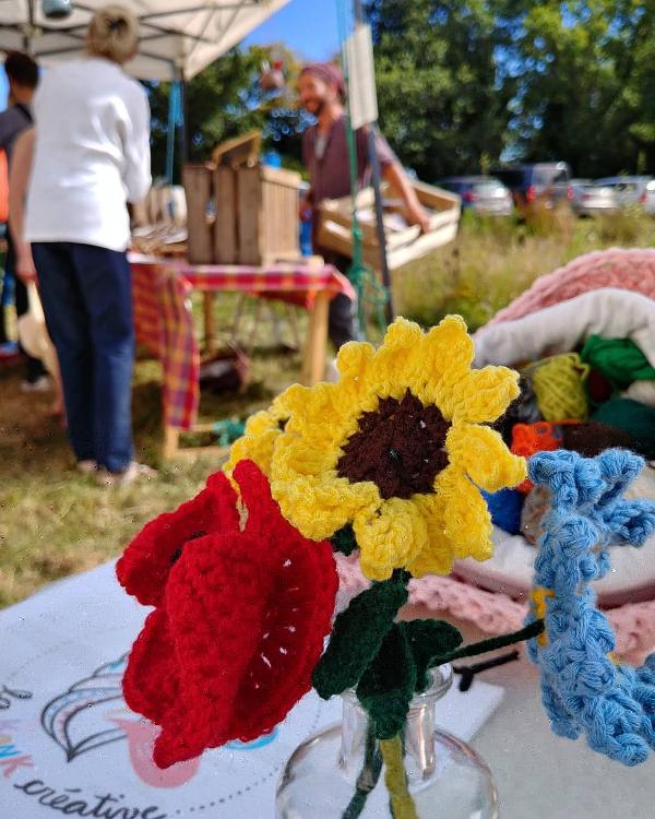 Petit bouquet de fleurs au crochet réalisées par Magali
