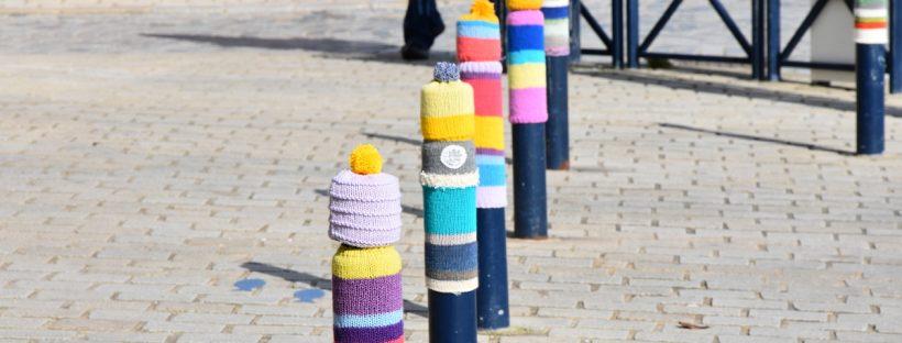Yarn bombing à Concarneau par La Konk Créative