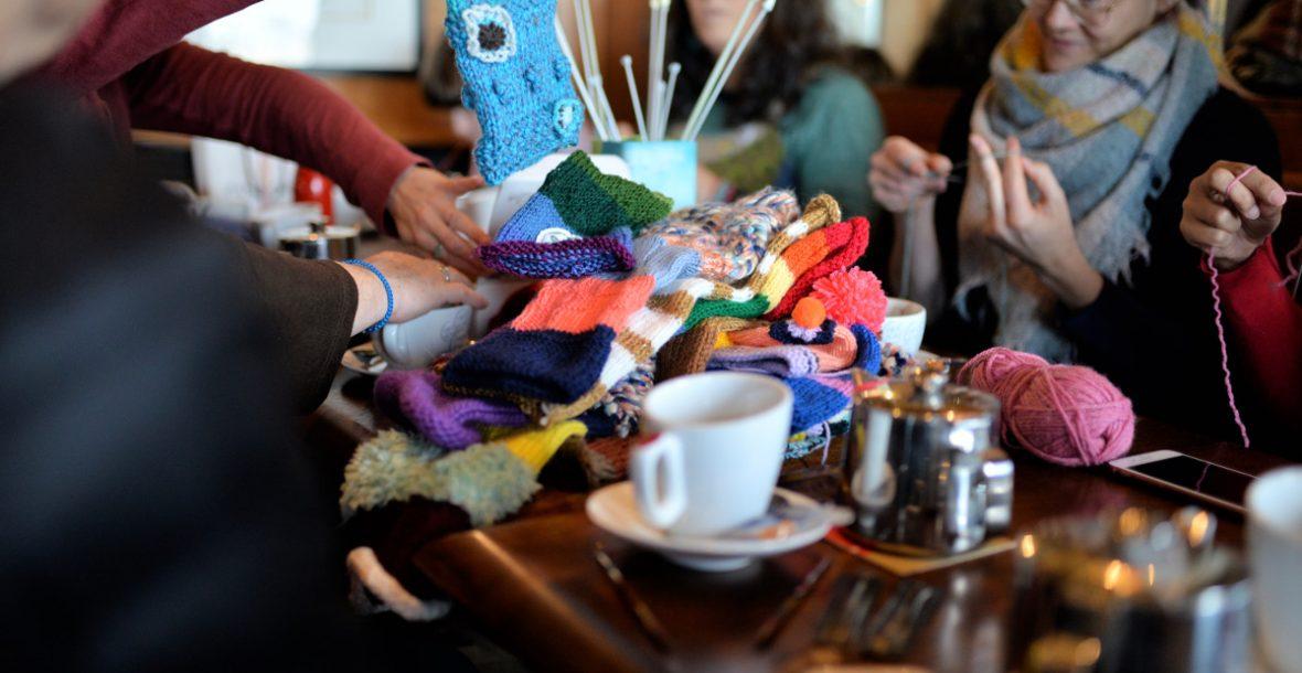 Rencontre-atelier yarn bombing à Concarneau avec La Konk Créative